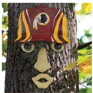Redskins tree face